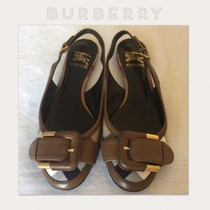 ⭕️WEEKEND SALE⭕️ Authentic Burberry Flats